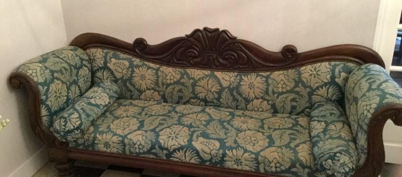 Un simple canapé? Non! Un morceau de Biedermeier tardif